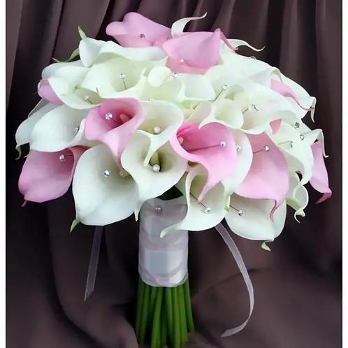 Букет невесты из белых и розовых калл