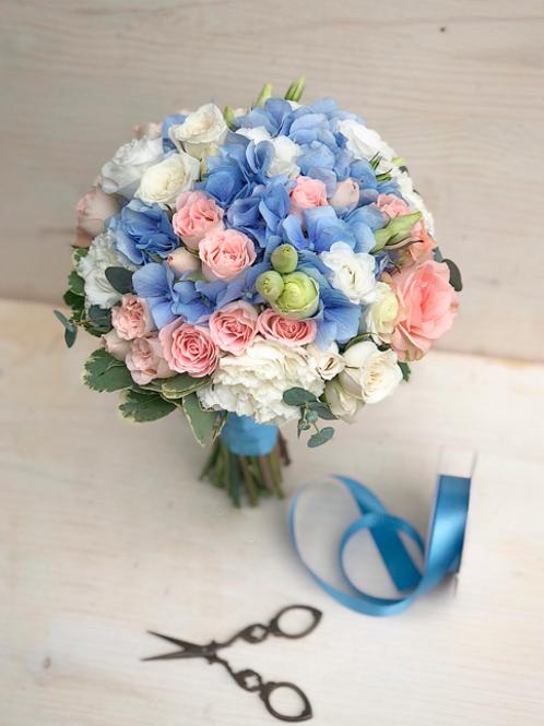Свадебный букет в голубой гамме