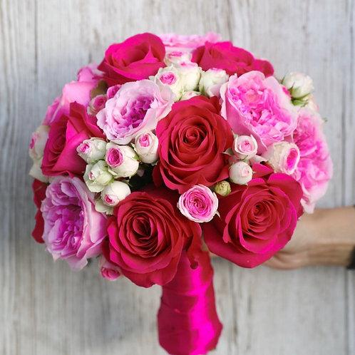 Розовый свадебный букет из пионовидных роз