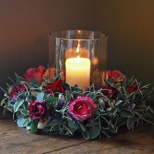 Круговая композиция на столы гостей со свечой