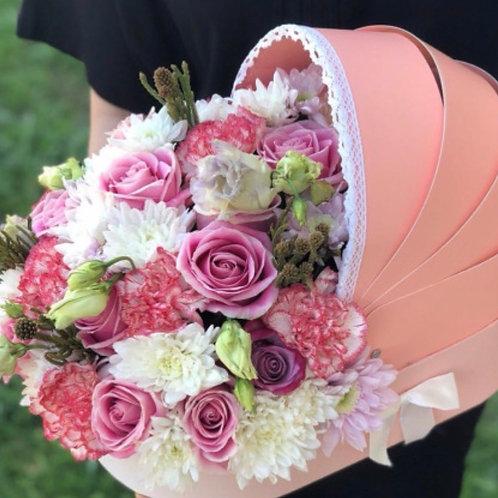 Розовый букет в коляске