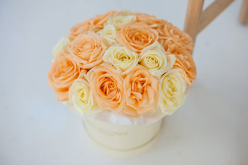 Цветы в коробке цены Москва