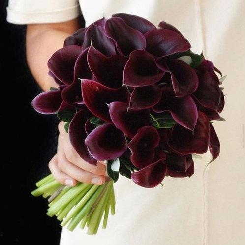 Свадебный букет из бордовых каллов