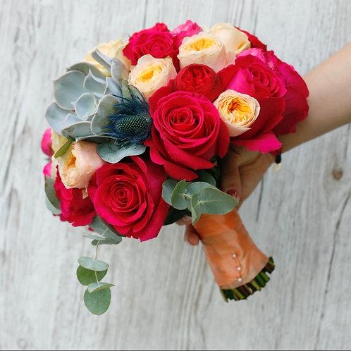 Букет невесты из пионовидныз роз и суккулентов