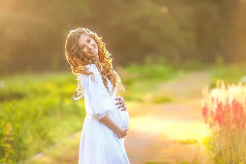 фотосессия беременных на природе летом