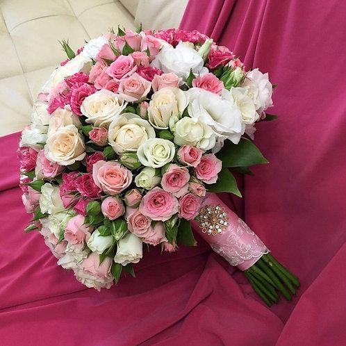 Букет на свадьбу из кустовых роз