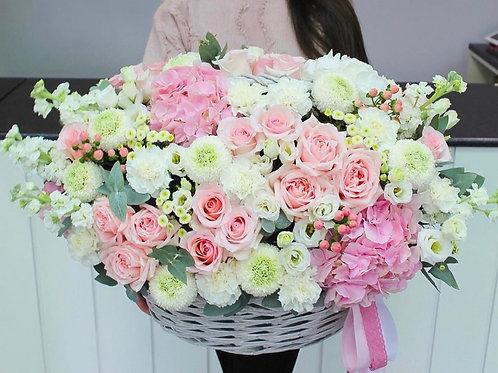 Цветочная корзина в розовом цвете