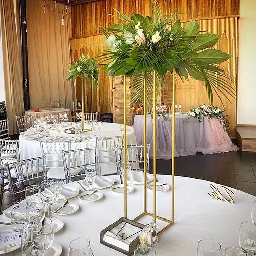 Композиция на высоких стойках на гостевые столы