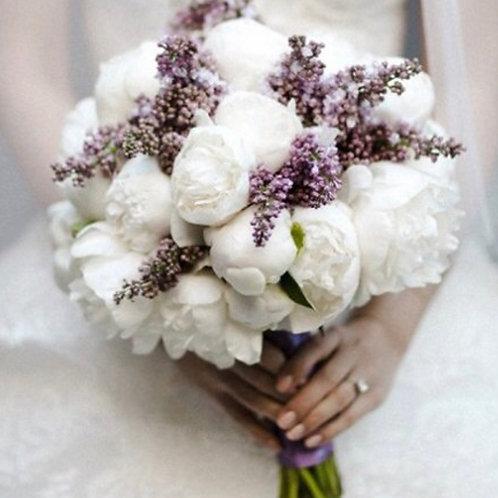 Свадебный букет невесты из пионов и сирени