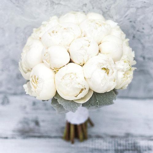 Свадебный букет невесты из 19  белых пионов