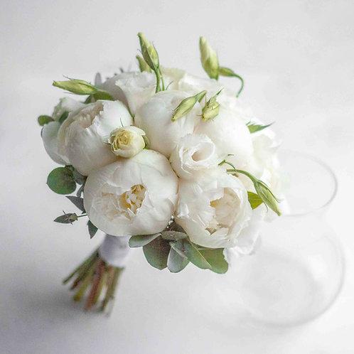 Букет невесты из пионов и эустомы