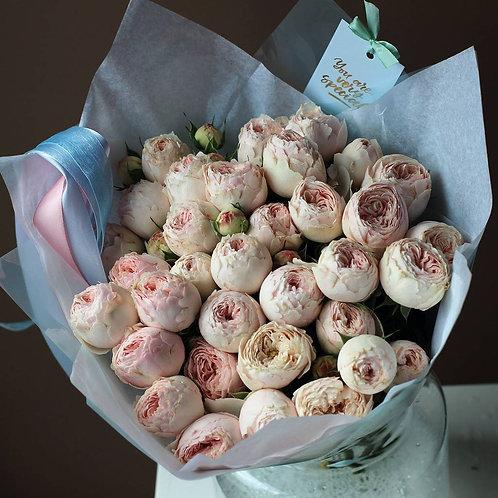 Букет из кустовых пионовидных роз Менсфилд Парк