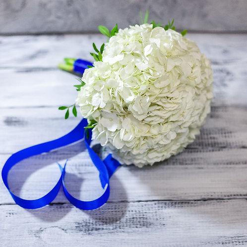 букет на свадьбу из гортензии