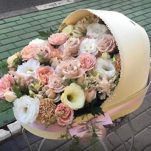 Букет цветов в коробке люльке