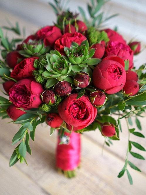 Букет невесты с розами Ред Пиано и суккулентами
