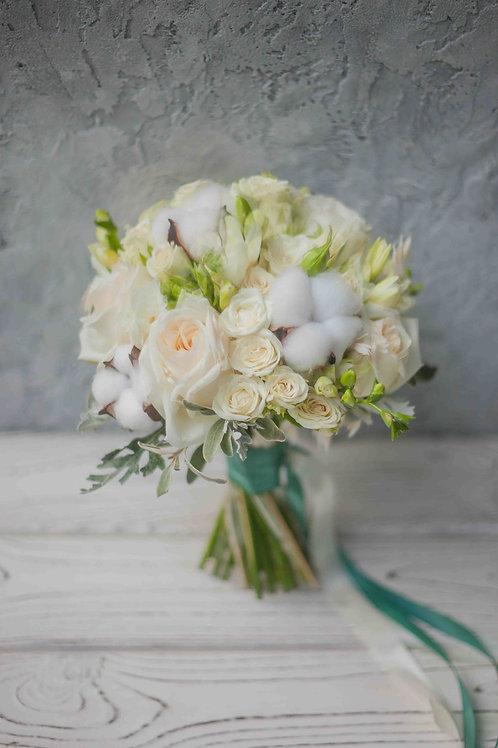 свадебный букет их хлопка и роз