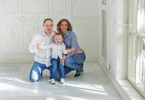 фотосессия беременных с мужем и ребенком
