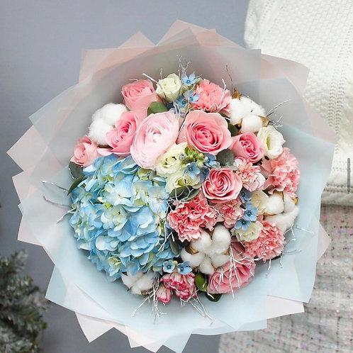 Букет в розово-голубой гамме