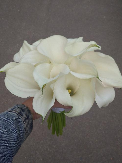 Букет невесты белые каллы