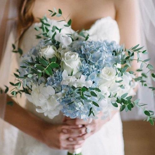 Раскидистый голубой букет невесты