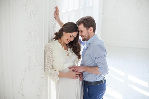 фотосессия беременной с мужем идеи в студии