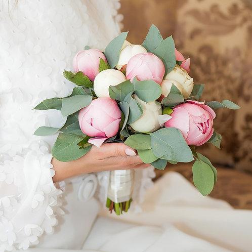 свадебный букет пионы
