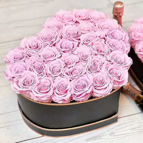 розовые розы в коробке вида сердце