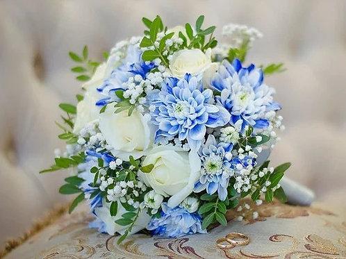 Голубой свадебный букет из роз и хризантемы