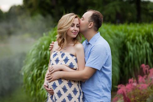фотосессия беременных с мужем летом