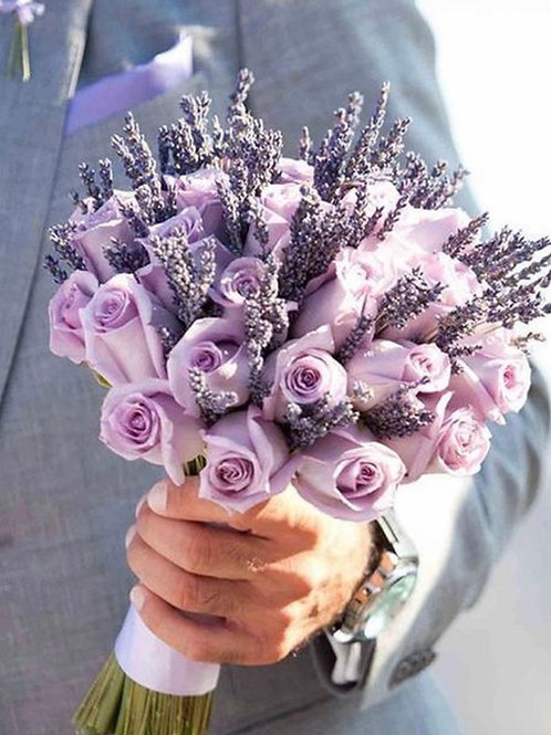 Букет невесты из фиолетовых роз и лаванды