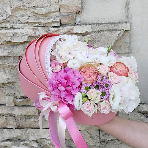 Цветы в коробке коляске для девочки
