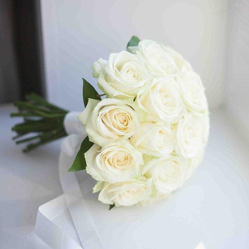 белый букет невесты из роз