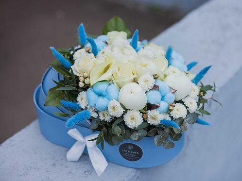 Цветы в голубой коляске