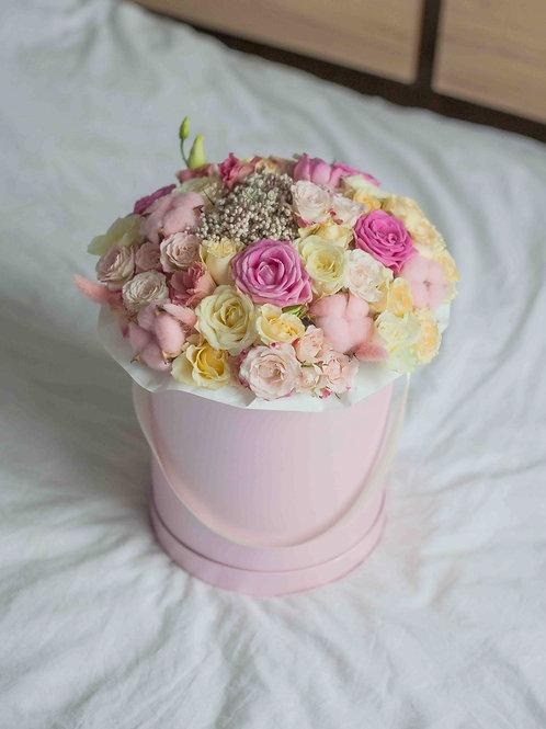 Букет в коробке в розовой гамме