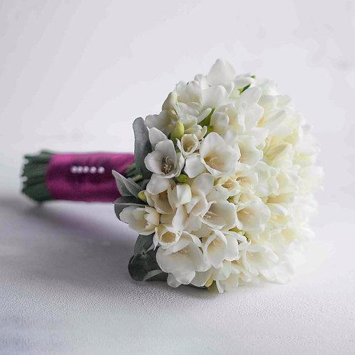 Свадебный букет из белой фрезии