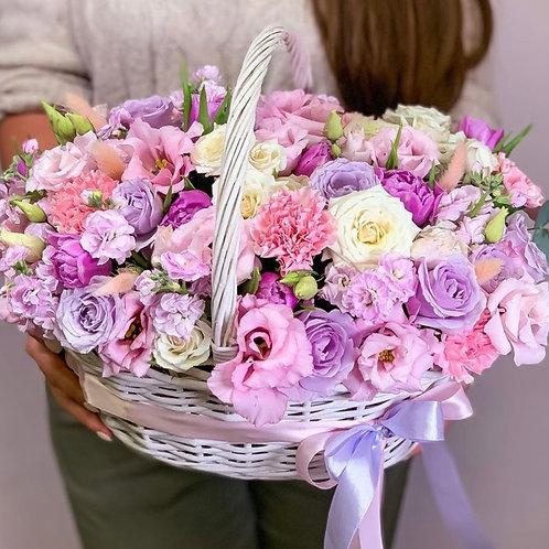 Цветочная корзина в розовой гамме