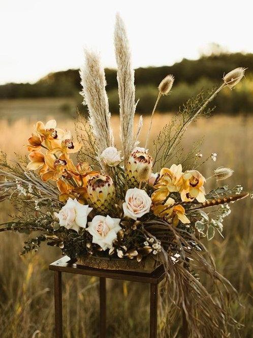 Композиция цветов на столы гостей бохо