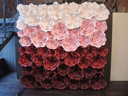 Стена из больших цветов