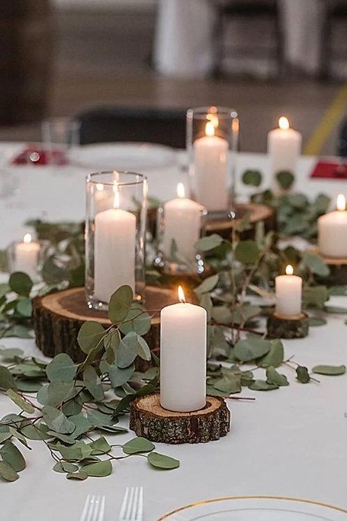 Композиция из эвкалипта, срубов и свечей
