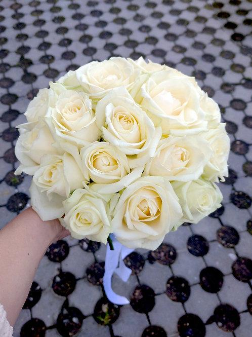 Бежевый невесты из крупных роз