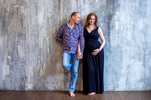 семейная фотосессия беременной с мужем
