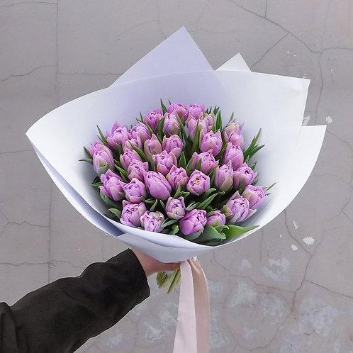 фиолетовые тюльпаны в букете