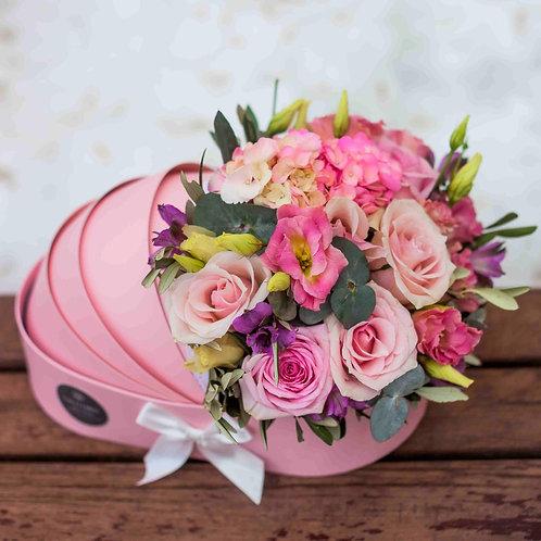 Розовая коляска с цветами на выписку
