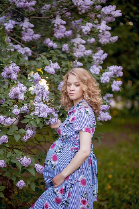фотосессия беременной в цветении