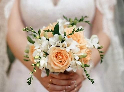 Букет невесты в персиковой гамме