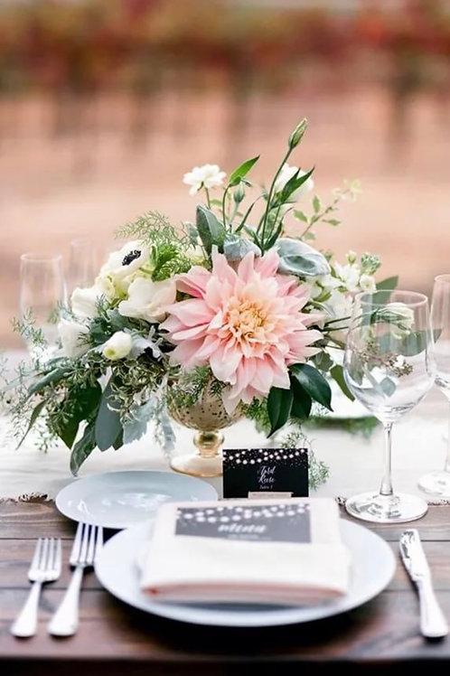 Украшение стола цветочными композициями
