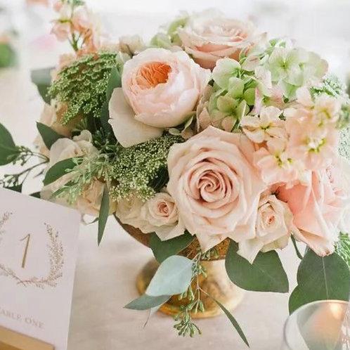 Цветочная композиция на столы гостей на банкет