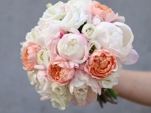 Букет невесты из пионов, пионовидных роз и эустомы