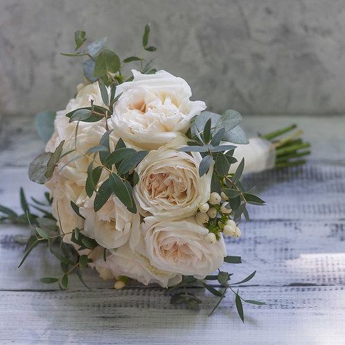 Букет невесты из пионовидных роз Вайт Охара и эвкалипта