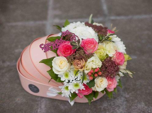 цветы в бежевой люльке